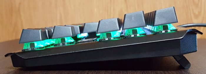 Angle of the mechanical keyboard when using riser feet