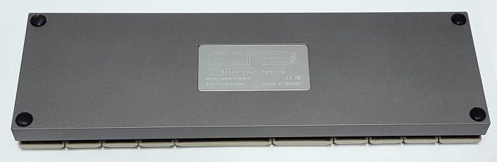 Four rubber feet on bottom of case